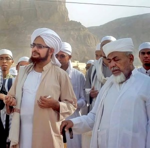 Habib Umar (right) with Habib Ali Masyhur (left)